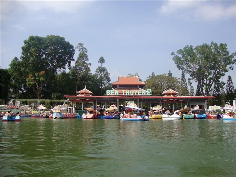 Pedalo in Dam Sen Cultural Park
