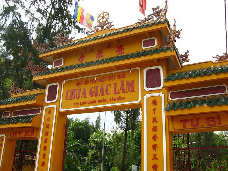 Entrance gate into Giac Lam Pagoda