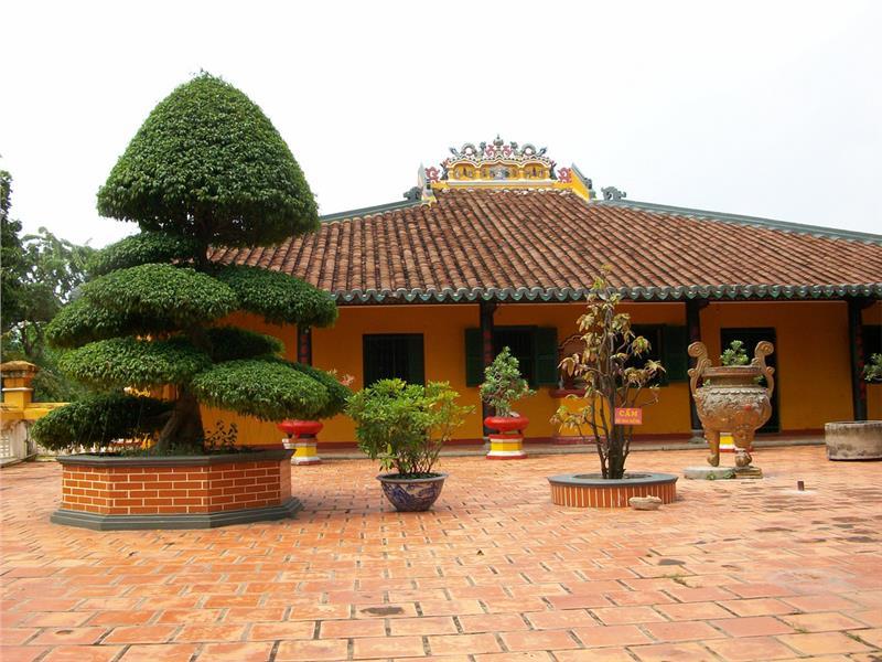 Facade of Giac Lam Pagoda