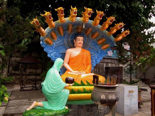 Shakyamuni Buddha statue at Nam Thien Nhat Tru Pagoda