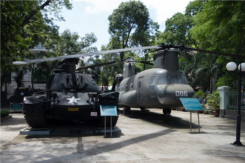 Old tanks and aircrafts in War Remnants Museum