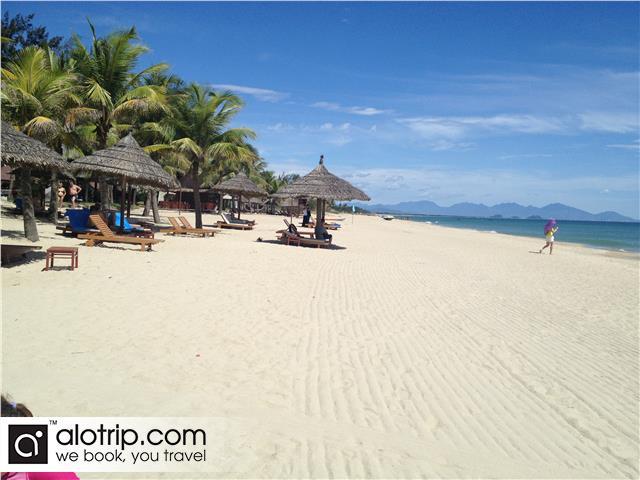 white sandy Cua Dai beach