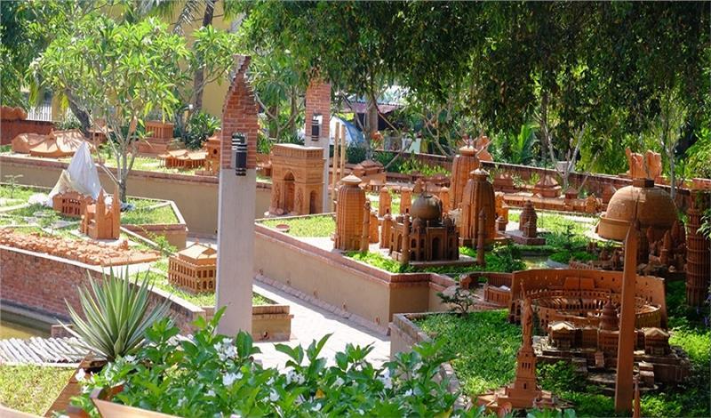 The biggest Vietnam terracotta cultural park opened