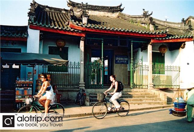 cycling in Hoi An Town