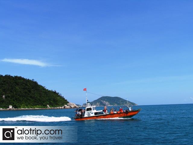 Highspeed boat in Cu Lao Cham island