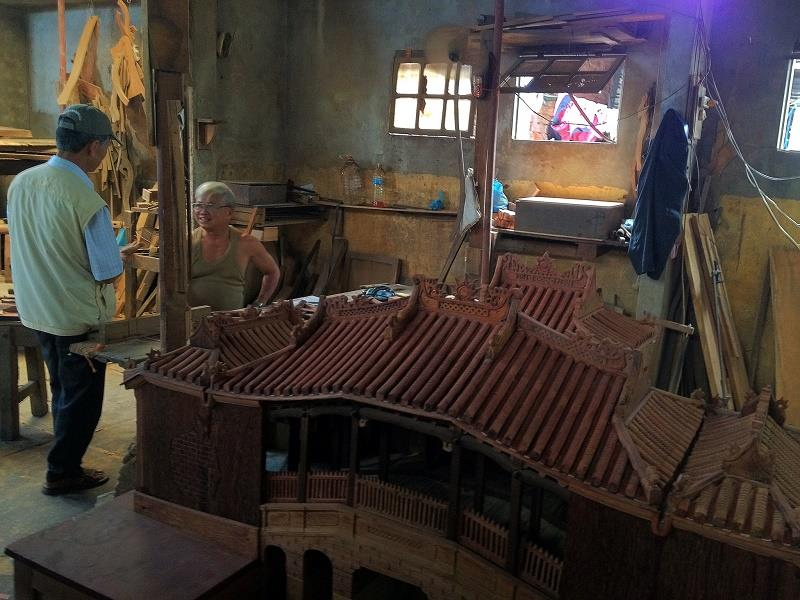 A worshop in Hoi An handicraft