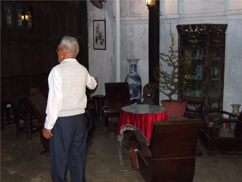 Antiques in Tan Ky Old House