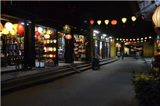 Hoi An travel to New Moon Festival