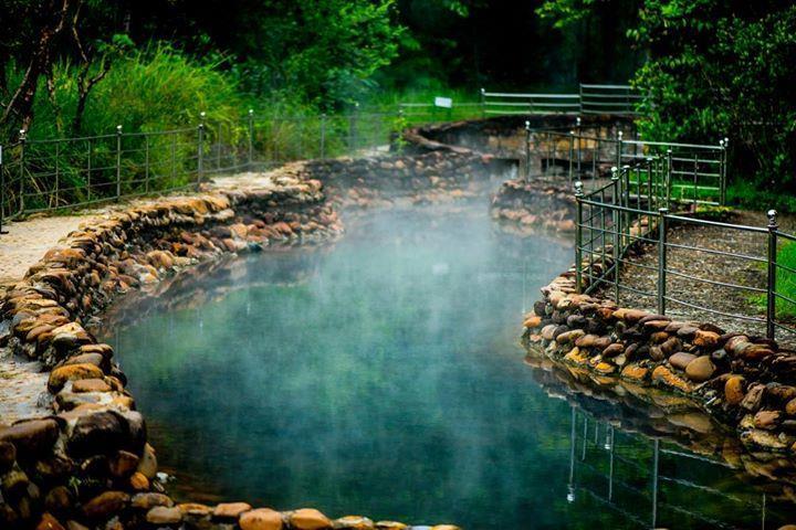 Alba thanh tan-hot springs