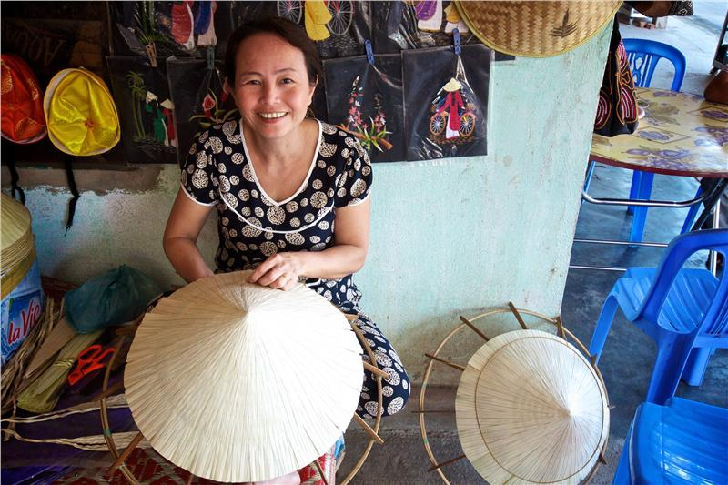 Hue hat maker