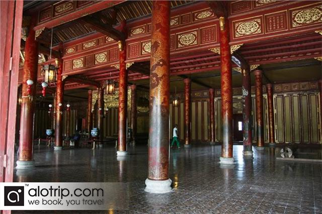 Inside Thai Hoa Palace