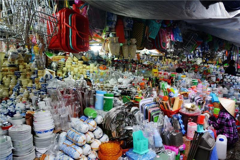 Commodities at Dong Ba Market