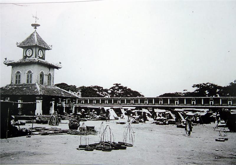 Dong Ba Market in the past