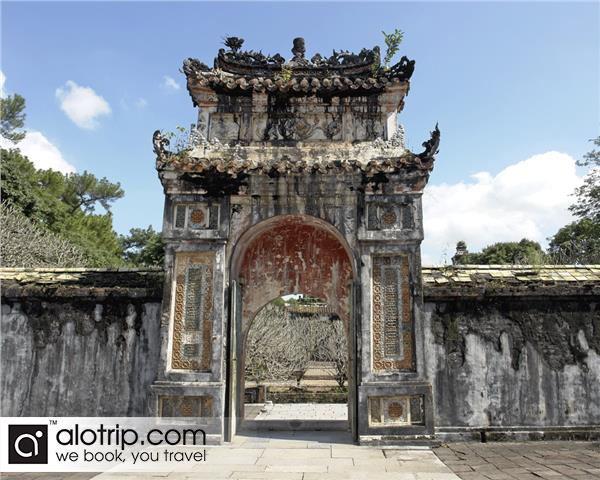 gate to emperor Tu Duc tomb