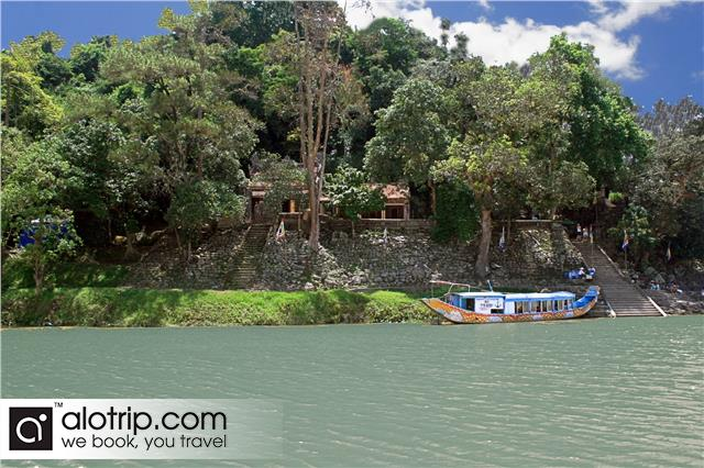 Hon Chen temple seen from Huong River