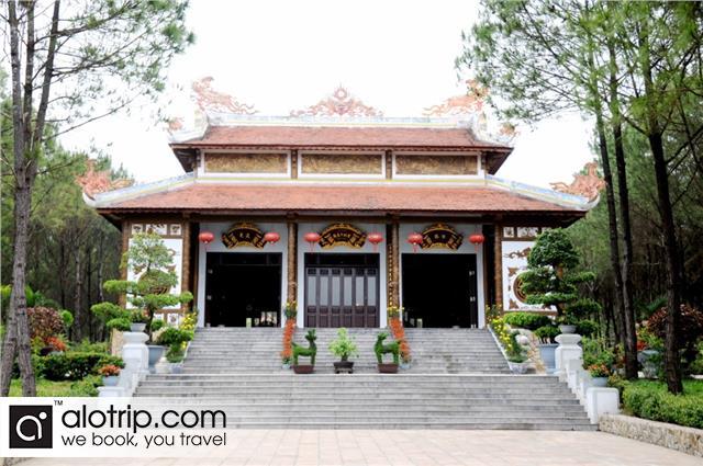 outside Huyen Tran princess temple