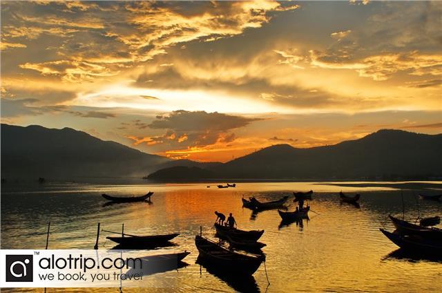 Lang Co fishing village on harvesting