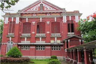 Quoc Hoc High School