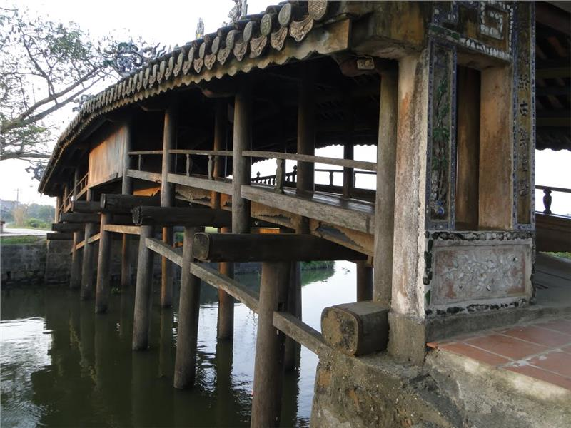 Unique architecture of Thanh Toan tile roofed bridge
