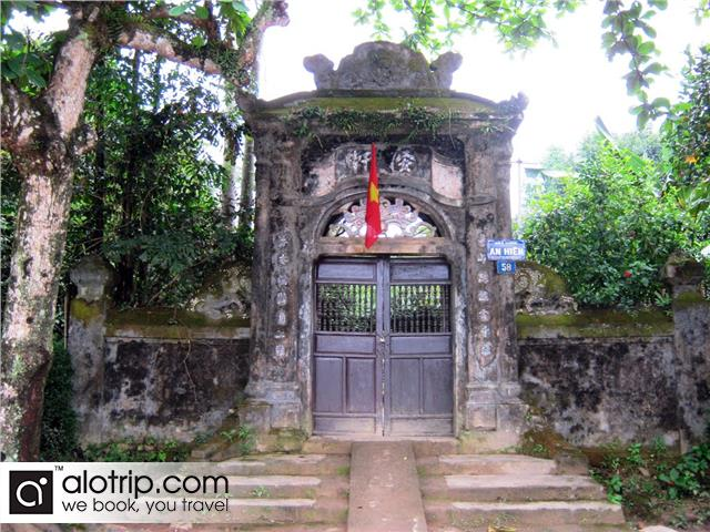 gate to the An Hien garden house
