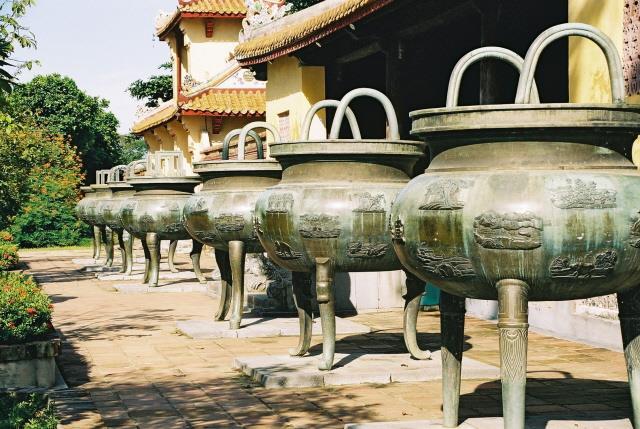 Nine Dynastic Urns Hue