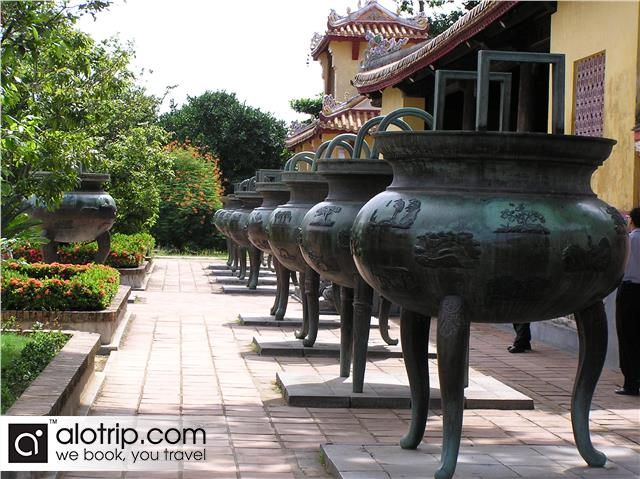 total nine dynastic urns