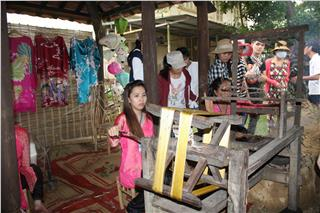 Hue Traditional Craft Festival 2015 holds many activities