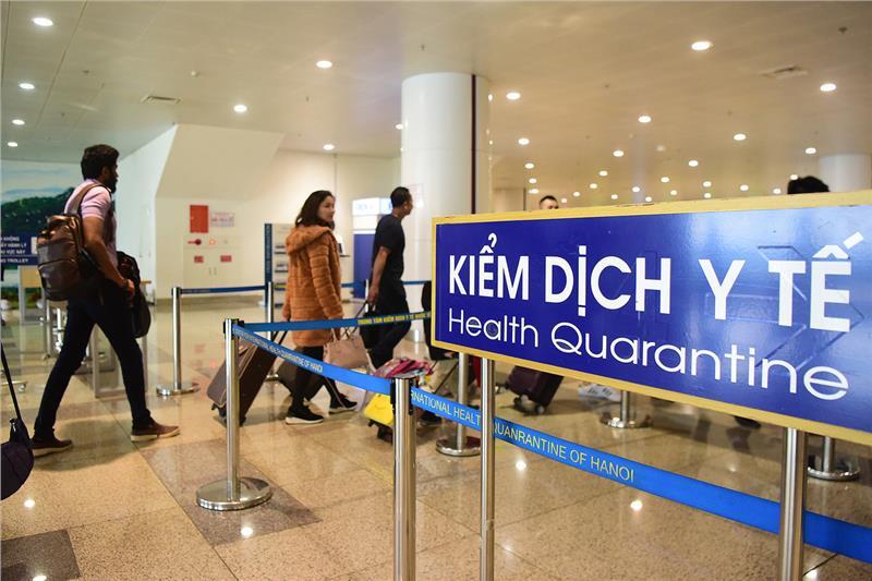 Kiểm tra thân nhiệt khách nhập cảnh sân bay