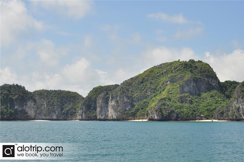 a corner of Lan Ha Bay