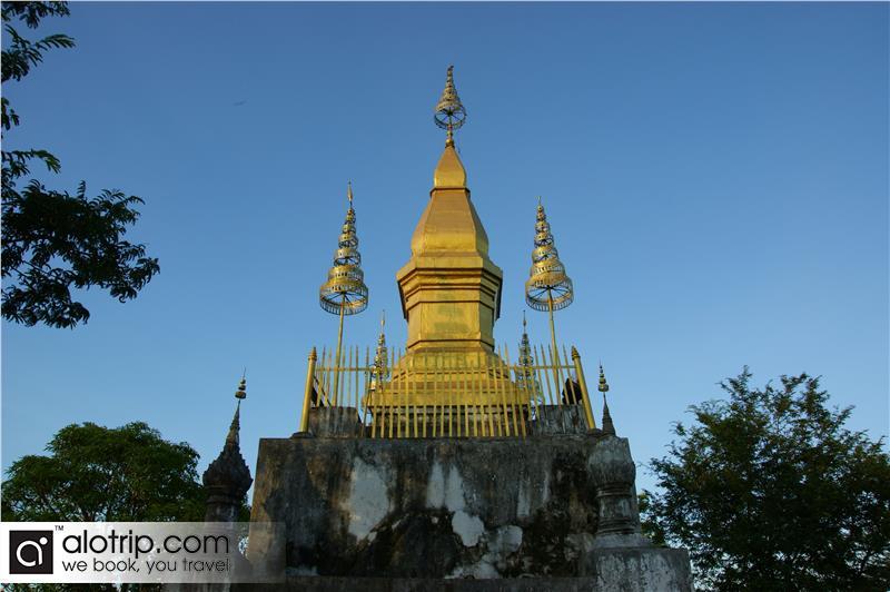 Wat Chom Si stupa in Mount Phousi