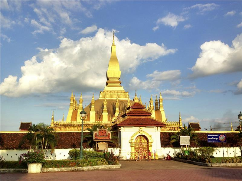 Laos tour to Pha That Luang
