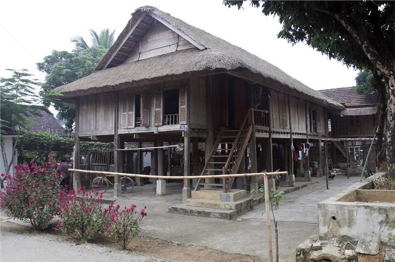 A Thai stilt-house in Lac Village
