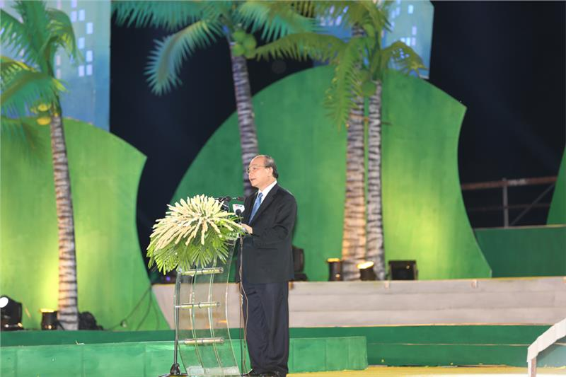 Deputy PM Nguyen Xuan Phuc speaks at the ceremony