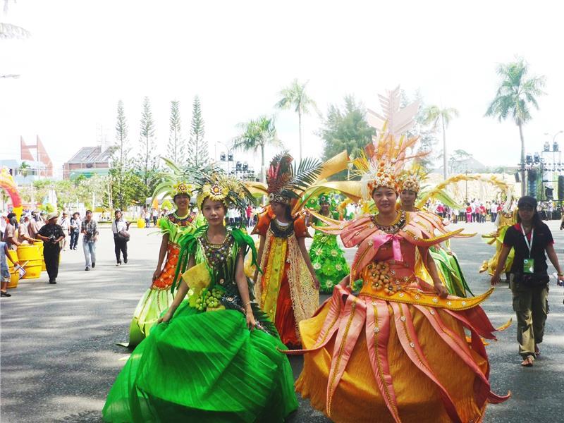 Street activities in Ben Tre Coconut Festival