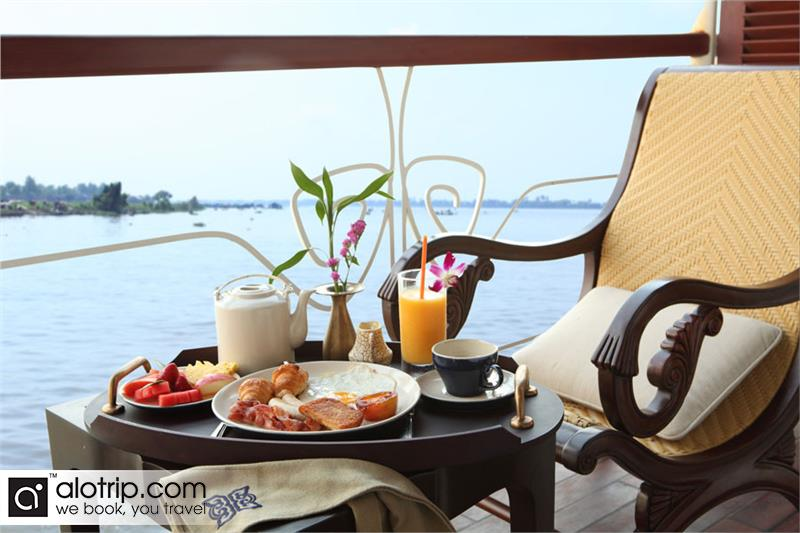 relaxing on Le Cochin Chine Cruise on the river