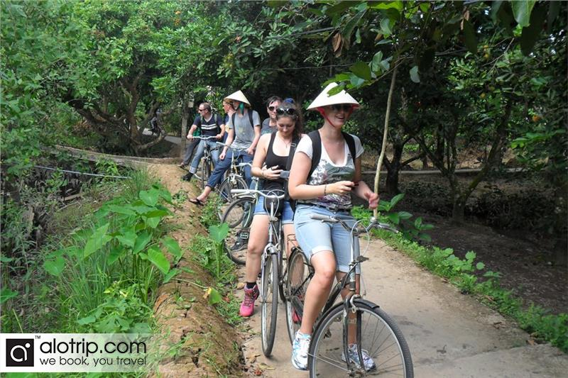 discovering  Tan Phong Island by cycling