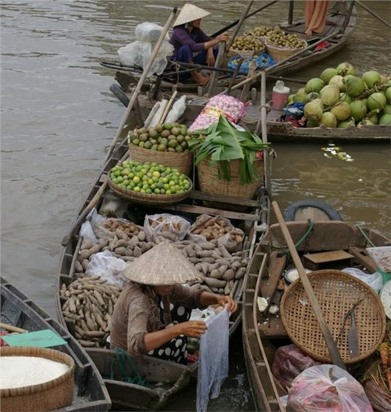 Tra On Floating Market - Vegetables and fruits on boats