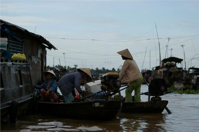Trading on Tra On Floating Market