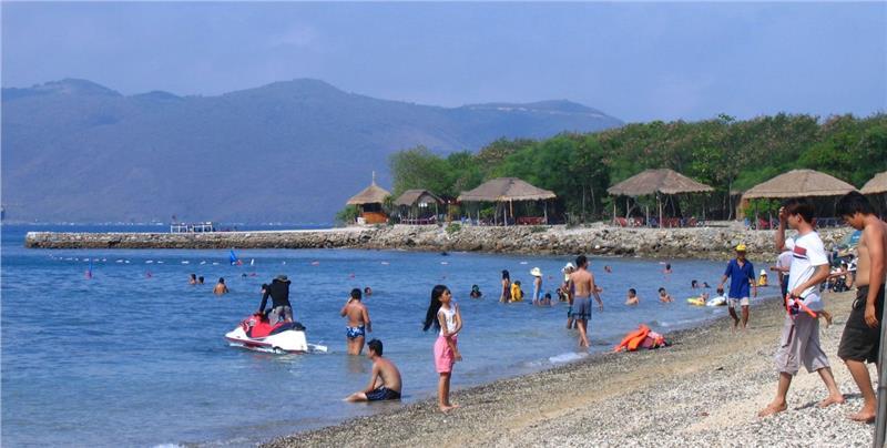 Tourists on Nha Trang beach