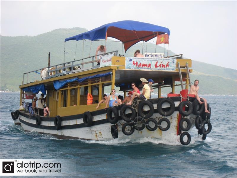 discvoering Nha Trang Boat Trip