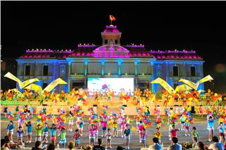 Nha Trang Sea Festival 2015 appeals over 6000 people