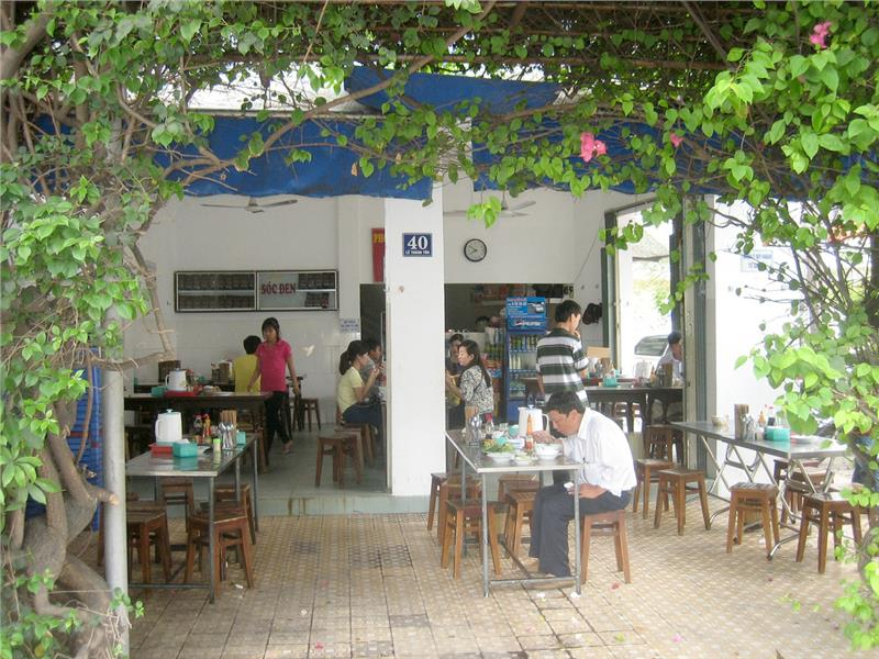 Hong noodle - a famous restaurant in Nha Trang