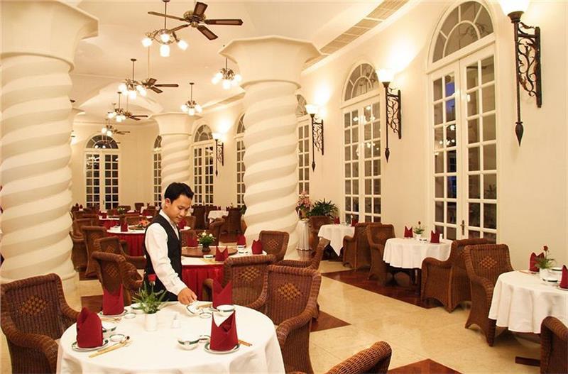 Sunrise Nha Trang Beach restaurant