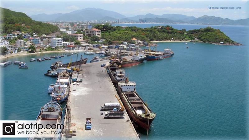 Cau Da tourist port panorama