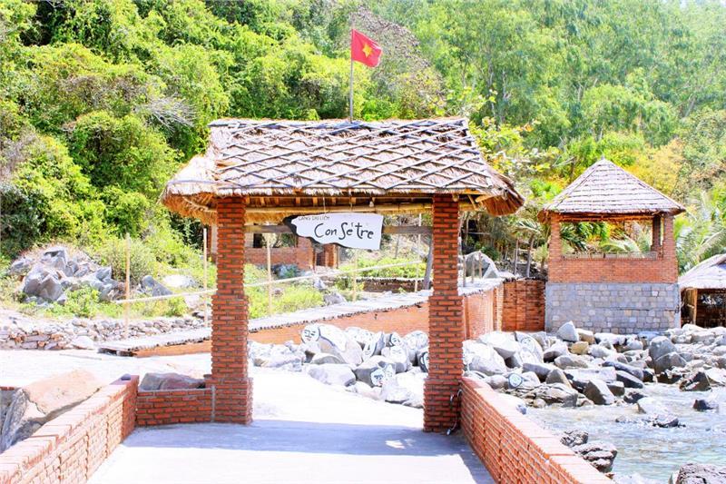 Entrance to Con Se Tre tourist village