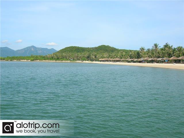 beach in Hon Lao Island