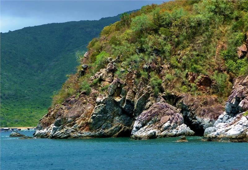 Bay Lagoon in Hon Tre Island