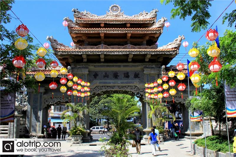 Long Son pagoda view