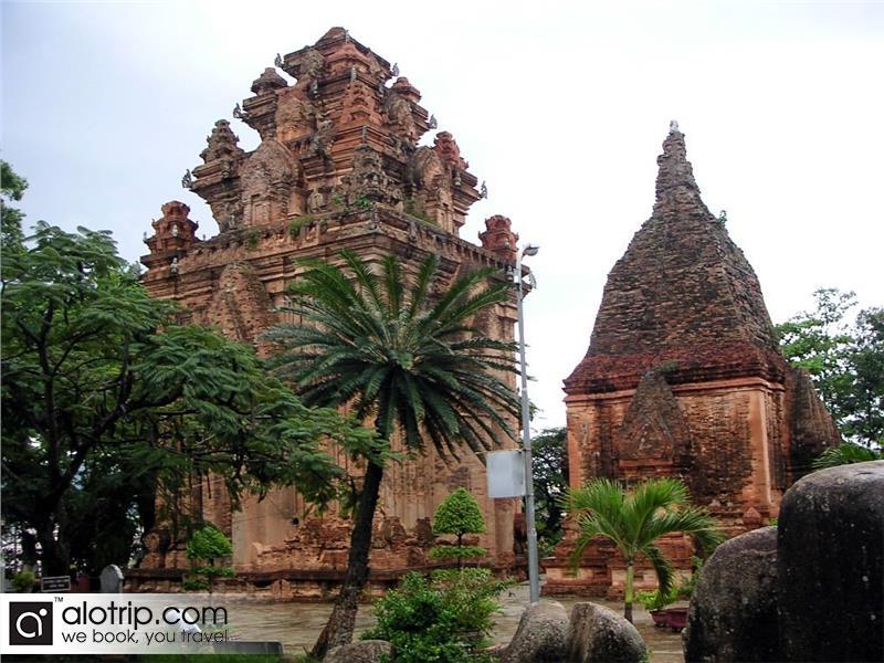 Po Nagar temple view