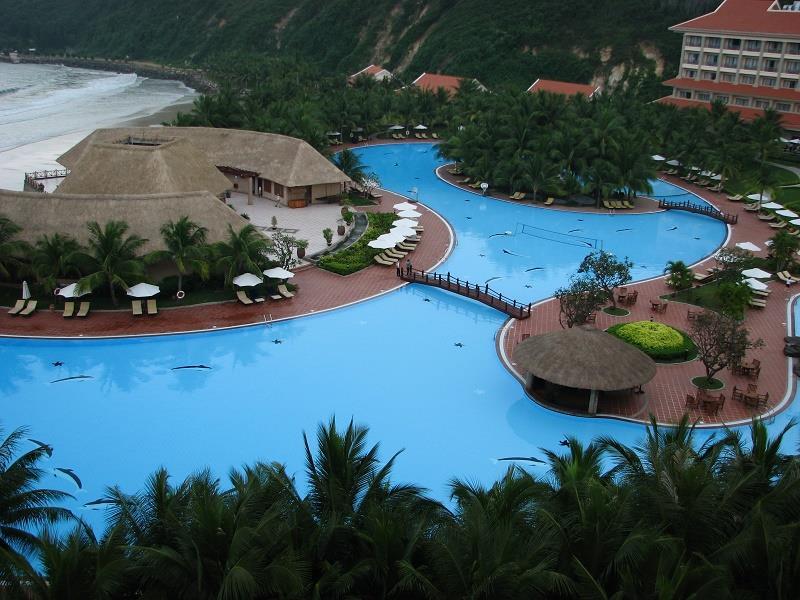 Vinpearl Luxury Nha Trang - Swimming pool